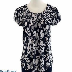Tops - White and Black Short Sleeve Round Neck Blouse
